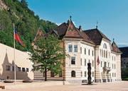 Das Regierungsgebäude in Vaduz, wo auch der Staatsgerichtshof tagt. Ein ehemaliger Präsident des Gerichtshofes stand als Treuhänder selber im Zentrum eines Veruntreuungsfalls. (Bild: Alamy)