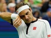 Ein Rätsel, aber kein Grund zur Sorge: Roger Federer ist am US Open auf der Suche nach dem Geheimnis für einen guten Start (Bild: KEYSTONE/EPA/RAY STUBBLEBINE)