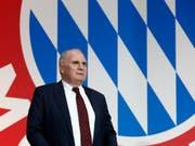 Beschlossen: Uli Hoeness tritt in drei Monaten als Präsident von Bayern München zurück (Bild: KEYSTONE/AP/MATTHIAS SCHRADER)