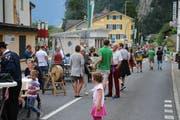 Rund 400 Leute reisten am 17. August nach Sisikon an das «Sisiger Strassäfäscht mit de Sisiger Gastromä». (Bild: Bruno Arnold)