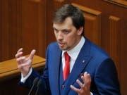Erst 35 Jahre alt und schon Regierungschef der Ukraine: Alexej Hontscharuk vor dem Parlament in Kiew. (Bild: KEYSTONE/EPA/SERGEY DOLZHENKO)