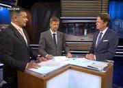 Der Schwyzer Kripo-Chef Stephan Grieder, Staatsanwalt Paul Schmidig und Moderator Rudi Cerne (von links) während der Live-Sendung. (Bild: Screenshot ZDF)