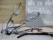 Brille: Fielmann! Die deutsche Optikerkette hat den Umsatz gesteigert. (Bild: KEYSTONE/AP/Bernd Kammerer)
