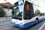 Der linke Aussenspiegel des VBL-Busses ist eingedrückt. (Bild: Luzerner Polizei)