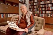 Karl-Heinz Mayer in seiner Wohnung in Wolfsburg,. Hier lebt er, seit er 1955 aus den sibirischen Gefangenenlagern zurückgekehrt ist. (Bild: Christoph Reichmuth)