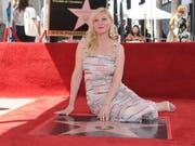 Die Schauspielerin Kirsten Dunst hat am Donnerstag (Ortszeit) ihren Hollywood-Stern enthüllt und ihr strömten Tränen über das Gesicht. (Bild: KEYSTONE/AP Invision/RICHARD SHOTWELL)