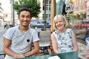 Lehrling Abas Rezaee und seine Chefin Ursula Baumann-Bendel, Inhaberin des Malergeschäfts E. Baumann AG in Bürglen. (Bild: Mario Testa)