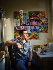 Anas Modamani in seiner Wohnung in Berlin Lichtenberg (Bild: Gregor Zielke)