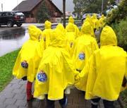 Die Regenponchos sollen für mehr Sicherheit sorgen. (Bild: PD)