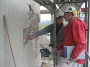 Vor dem Beginn der Arbeiten wurden Steine, Verputzmaterialien und Farbe von Spezialisten genau analysiert. (Bild: PD)