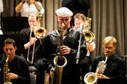Die Big Band Zug spielte mit dem international bekannten Jazz-Saxofonist Dave Feusi. (Bild: Donato Caspari)