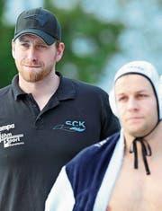 Er hat keine Zukunft mehr in Kreuzlingen: Trainer Benjamin Redder (links). (Bild: Mario Gaccioli)