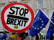 Mit einer beispiellosen Kraftprobe versuchen die Gegner eines ungeregelten EU-Austritts von Grossbritannien die Regierung in die Knie zu zwingen. (Bild: KEYSTONE/AP/KIRSTY WIGGLESWORTH)