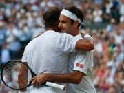 Rivalen auf dem Platz, Kumpels daneben: Roger Federer (re.) und Rafael Nadal entschieden gemeinsam, dass sie sich wieder im ATP-Spielerrat engagieren wollen (Bild: KEYSTONE/AP POOL AFP/ADRIAN DENNIS)