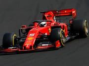 Sebastian Vettel im Ferrari fuhr im ersten Training zum Grand Prix von Belgien die beste Rundenzeit (Bild: KEYSTONE/AP/LASZLO BALOGH)
