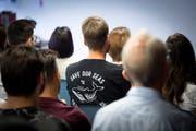 Nationalratskandidaten wollen die Berufsschüler am Podium in Rorschach für Politik begeistern. (Bild: Urs Bucher)