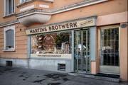«Martins Brotwerk» an der Obergrundstrasse 85 in Luzern. Seit kurzem hängt ein handgeschriebener Geschlossen auf einem Zettel an der Eingangstür. Bild: Pius Amrein (Luzern, 26. August 2019)