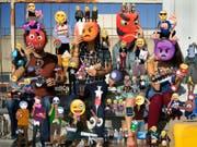 In einer internationalen Gruppenausstellung beschäftigt sich das Aargauer Kunsthaus mit dem Thema Maske in der Kunst der Gegenwart. Zu sehen ist unter anderem das Fotowerk «Emojis» von Olaf Breuning. (Bild: Handout Aargauer Kunsthaus)