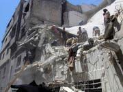 Zerstörung überall in der nordwestsyrischen Provinz Idlib (im Bild die Ortschaft Ariha). (Bild: KEYSTONE/AP Syrian Civil Defense White Helmets)