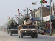 Afghanische Sicherheitskräfte patroullieren in den Strassen von Kundus nach dem Angriff der Taliban auf die Stadt. (Bild: Keystone/EPA/STRINGER)