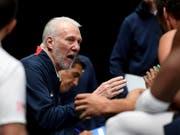 Gregg Popovich führt mit den USA ein scheinbar verwundbarer WM-Topfavorit (Bild: KEYSTONE/AP/ANDY BROWNBILL)