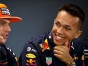 Hat gut lachen: Alexander Albon bekommt bis Ende Saison von Red Bull die Chance, sich an der Seite von Max Verstappen zu beweisen (Bild: KEYSTONE/EPA/VALDRIN XHEMAJ)