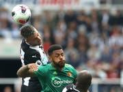 Kopfballduell im Spiel zwischen Newcastle United und Watford (Bild: KEYSTONE/AP PA/OWEN HUMPHREYS)