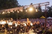 Unter freiem Himmel weckt das Sinfonieorchester St. Gallen unter der Leitung von Chefdirigent Modestas Pitrenas die Lust auf die Tonhalle-Saison.