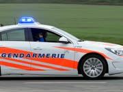 Die Kantonspolizei Waadt hat in der Nacht auf Sonntag einen Brand in einer Klinik in Nyon VD bestätigt. (Bild: KEYSTONE/LAURENT GILLIERON)