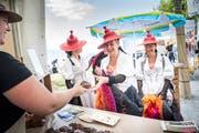 Bei Agro Marketing Thurgau können sich die Teilnehmerinnen des Spektakels mit Apfelbrot eindecken.