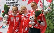 Nina Hubmann (erste von links) hat an der Jugend-EM mit Ines Berger und Alina Niggli in der Staffel erstmals eine EM-Medaille geholt. (Bilder: PD)