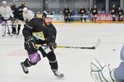 Dominic Hobi stiess von Ligakonkurrent La Chaux-de-Fonds zum HC Thurgau. Er trainierte am Montag erstmals mit seinem neuen Team auf Eis. (Bild: Donato Caspari)
