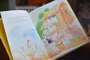 Ein bekanntes Kinderbuch: Das schwarze Huhn. Nur eines von wenigen Hühnerbüchern. (Bild: Mario Testa)