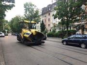 In Basel ist am Montagabend laut der zuständigen Polizei eine Asphaltiermaschine entwendet worden. (Bild: Kantonspolizei Basel-Stadt)