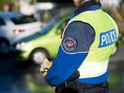 Eine Patrouille der Lausanner Gemeindepolizei konnte den Dieb auf der Flucht festnehmen. (Bild: KEYSTONE/LAURENT GILLIERON)
