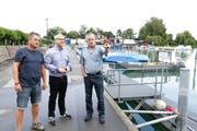 Rolf Uhler, Vizepräsident, Thomas Gut, Geschäftsführer und Markus Baiker, Präsident, auf dem Hafenareal. (Bild: Donato Caspari)
