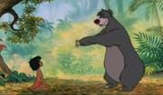 Baloo führt Mowgli in der Geschichte zum Dschungelbuch das Lied «Probier's mal mit Gemütlichkeit» vor. (Bild: Screenshot)