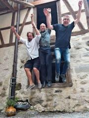 Florian Rexer, Andi Angehrn und Roman Bottlang riefen vor zehn Jahren die Schlossfestspiele ins Leben. Bild: Manuel Nagel