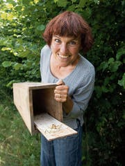 Lisa Häfliger mit einem Spurentunnel. (Bilder: Ralph Ribi)