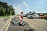 Die Wilerstrasse ist aufgrund der Bauarbeiten bereits jetzt nur Richtung Wil befahrbar. Ab Donnerstag ist sie ganz gesperrt. (Bild: Olaf Kühne)