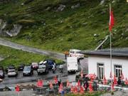 Militärpolizisten sichern die Unfallstelle am Sustenpass. (Bild: Brigitte Büchel/Tele 1, Sustenpass, 7. August 2019)