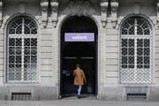 Valiant gehört zu den Banken, die Asylsuchende und vorläufig Aufgenommene nicht als Kunden akzeptieren. (Bild: Keystone, Peter Klaunzer (23. September 2016))