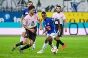 Neuzugang Ibrahima Ndiaye (rechts) bei seinem Luzern-Début gegen Espanyol Barcelonas Didac Vilà. (Bild: Martin Meienberger/Freshfocus, Luzern, 8. August 2019)