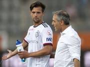 Captain Valentin Stocker und Trainer Marcel Koller sind nicht gerade erfreut (Bild: KEYSTONE/PETER SCHNEIDER)