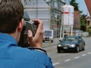 Die Polizei hat im Kanton St. Gallen einen Raser im Tempo-80-Bereich mit einer Geschwindigkeit von 151 km/h erwischt. (Bild: Kantonspolizei St. Gallen)