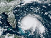 «Dorian» ist ein «katastrophaler» Hurrikan der Stärke fünf von fünf. Am Sonntag ist er mit zerstörerischen Windgeschwindigkeiten auf die Bahamas getroffen. (Bild: KEYSTONE/AP NOAA)