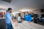 Gehen getrennte Wege: Andreas Troxler (links) und Hansjörg Thalmann in der Kreativfabrik 62 in Oberkirch. (Bild: Pius Amrein, 26. April 2018)