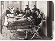 Tuberkulose-Patienten bei der Saez Schurer Liegekur.Bild: Dokumentationsbibliothek Davos