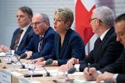 Wollen Wegweisungen forcieren: Justizministerin Keller-Sutter (rechts), Staatssekretär Mario Gattiker (links). (Bild: Keystone)
