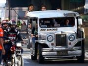 Die Sammel-Taxis gehören in Städten wie Manila zu den Grundsäulen des öffentlichen Nahverkehrs. (Bild: KEYSTONE/EPA/ROLEX DELA PENA)